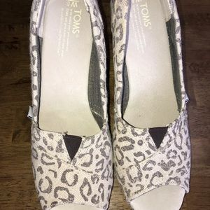 Sz 7 wedge Toms cheetah print tan and black